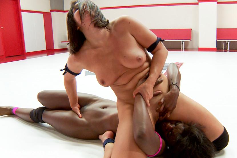 Ebony Anaconda Ana Foxxx vs  Lea Lexis, The Romanian Rager